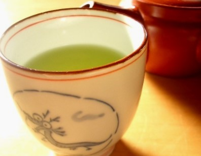 Green Tea for White Spots on Teeth Removal